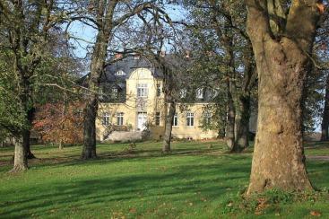 manor-204273_640